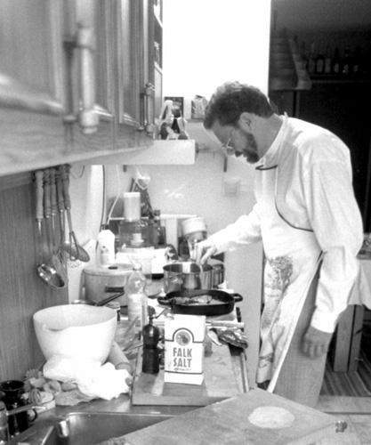 Lennrt Nilsson i köket. Foto: Gunnar Holmberg