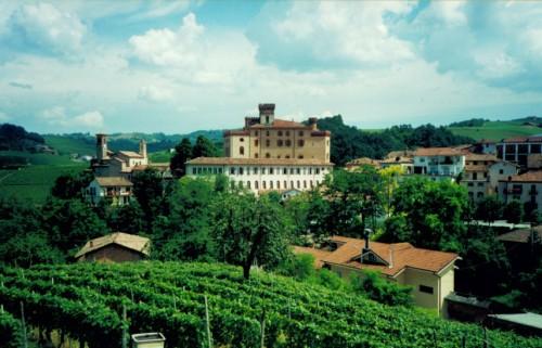 Borgen i Barolo från hotell Brezza's terrass. Foto: Gunnel Arvidson Nilsson